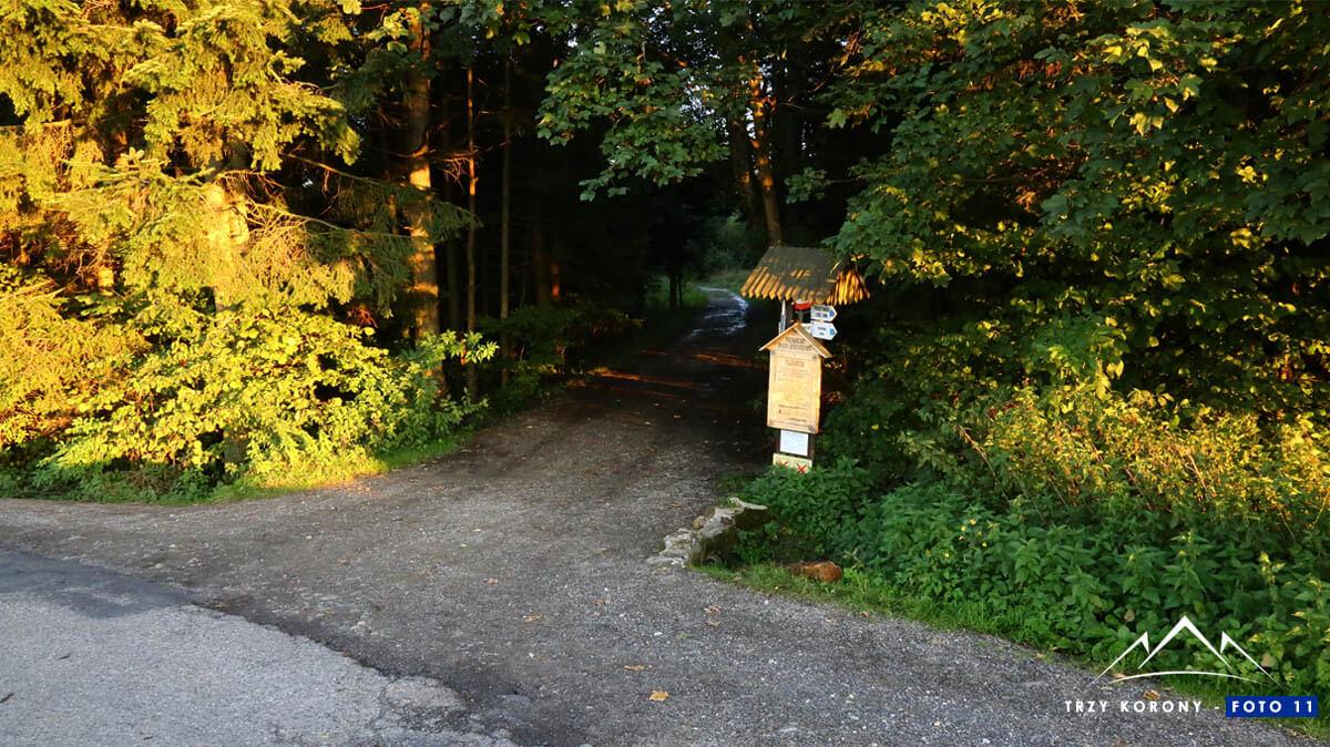 Wejście na szlak niebieski Trzy Korony